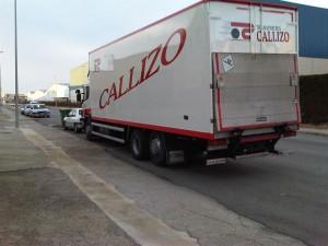 CAMION CALLIZO LLENO DE TAPONES PARA AARON
